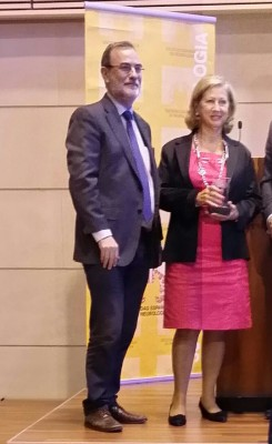 Entrega Premio de la SEN a ADELA_mayo 2015