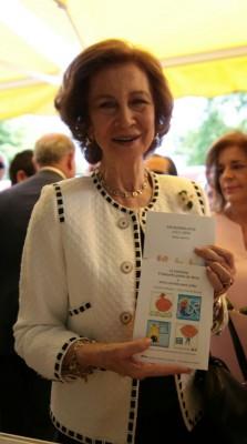 Doña Sofía y los libros de ADELA Feria del libro 2015