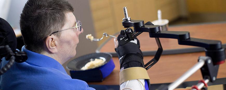 investigadores-logran-que-una-persona-tetraplejica-vuelva-a-comer-sola